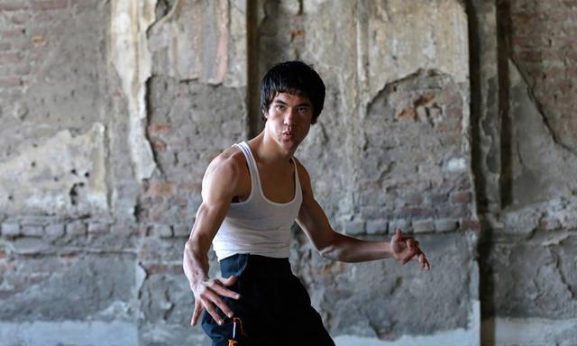 画像: http://mp3afghan.com/others/afghan-bruce-lee-photos-collections/ #photo%5BGallery%5D/0/