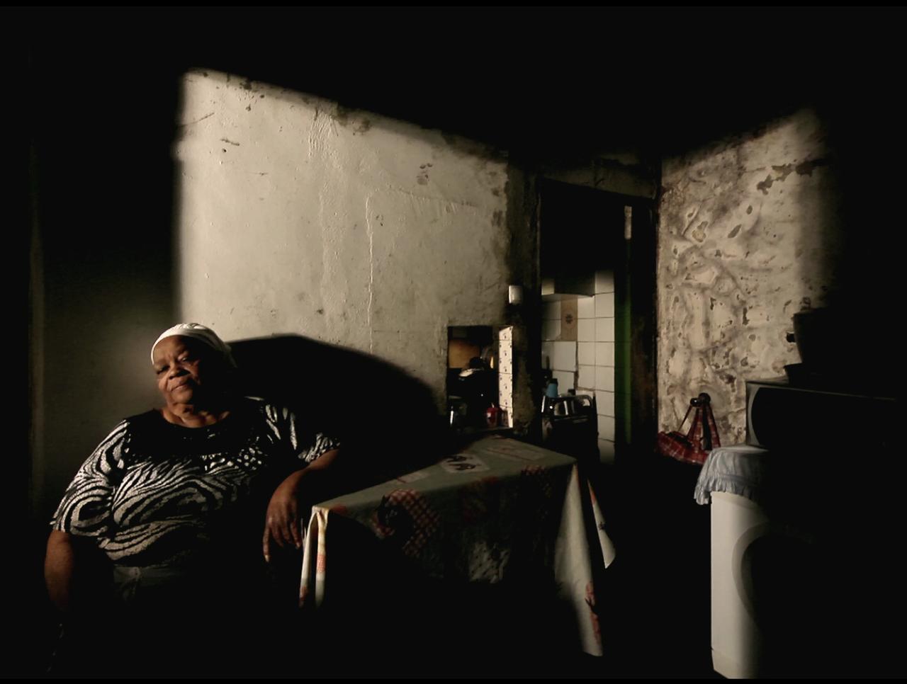 画像4: その、光と影が織りなす『ホース・マネー』場面写真