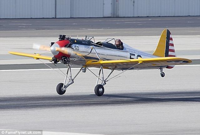 画像: 普段は、サンタモニカ・エアポートに格納されている愛機、PT-22 two-seater vintage plane www.dailymail.co.uk