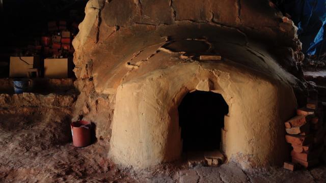 画像1: 土に根っこをおろし、伝統を未来につなぐ。 沖縄本島・読谷村の陶工・松田米司と、しまんちゅたちの物語。