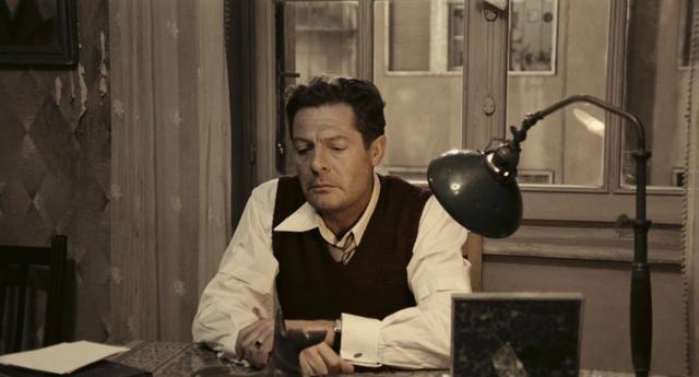 画像: Una giornata particolare (Ettore Scola , 1977) - Trailer (En subs) youtu.be