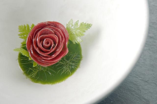 画像: ノーマの料理 見事に花になっている。 ©2015 DOCUMENTREE FILMS LTD