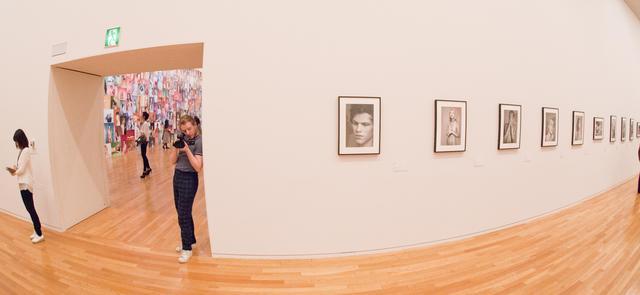 """画像: 展示室では、ライアンの時代を切り開いた初期の作品もじっくり堪能できる。from """"RYAN MCGINLEY BODY LOUD !"""""""