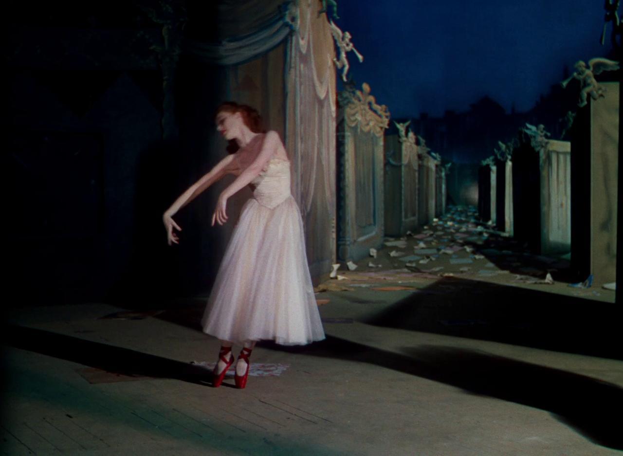 画像: http://classiq.me/costumes-and-colour-in-the-red-shoes