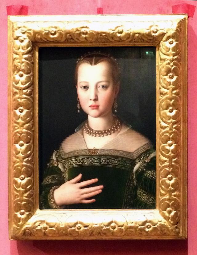 画像: ブロンズィーノ《マリア・ディ・コジモ1世・デ・メディチの肖像》 1551年 油彩/板 フィレンツェ ウフィツィ美術館(彫刻絵画美術館)蔵 ⓒA. Quattrone photo©cinefil
