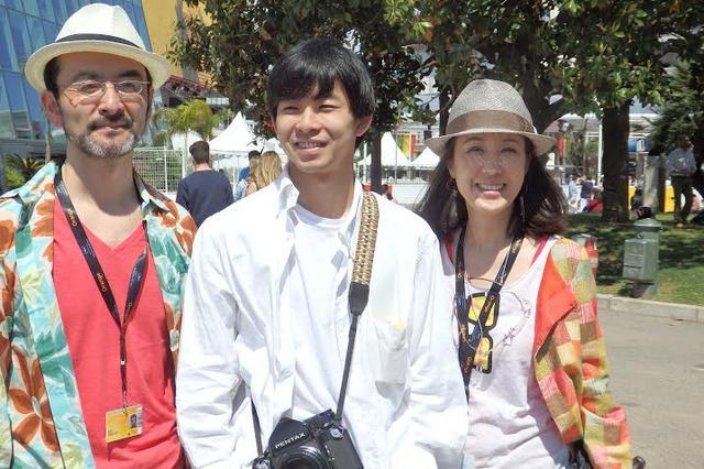画像: 共演者の古舘寛治さん、筒井真理子さんと初カンヌを満喫中! Photo by Yoko KIKKA