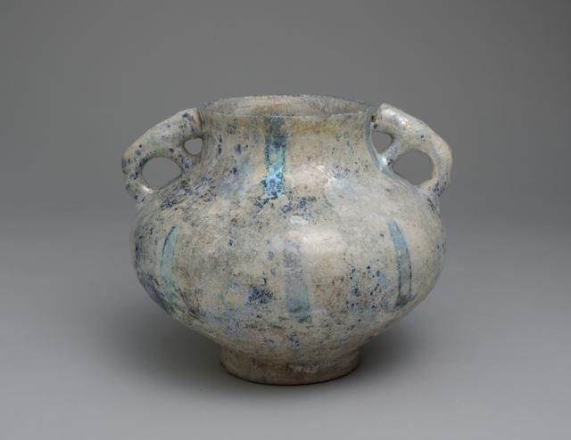 画像: ≪ペルシア 白地藍彩双獣把手壺≫アサヒビール大山崎山荘美術館蔵