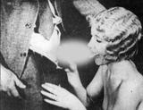 画像: The Stiff Game 1930年代に作られた「スタッグ・フィルム」のワンシーン(当時はポルノのことを「スタッグ・フィルム」「ブルー・ムービー」等と呼んだ)。
