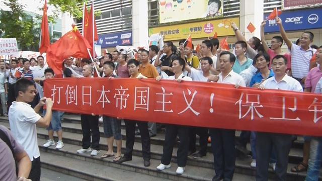 画像: 2012年、日本が尖閣諸島国有化を決定した時期に起こった中国国内の大規模半日デモ http://www.47news.jp/movie/general_national/post_7569/