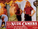 画像: Bunny Yeager's Nude Camera(「バーニー・イーガーズ・ヌード・カメラ:日本未公開)のロビー・カード。1963 ※バリー・マホン監督。低予算のヌーディ・キューティ映画を量産して忘れ去られた監督が、モデルからカメラマンになった美女、バーニー・イーガーを主演に彼女がヌード撮影しているところをドキュメンタルに撮影した作品。