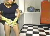 画像: LATEX(日本未公開:ビデオ発売)1995 ※マイケル・ニン監督。ラバー・フェティシズムやラテックス・フェティシズムが当時のクラブ・ファッションとも連動し、さらに音楽にもテクノ・ハウスなどを使って、当時の最新の映像感覚をもったハードコア・ポルノ。『SEX』、『LATEX』、『SHOCK』の3作品でマイケル・ニンは、CG映像も多用して、ポルノの映像文体を革新した。