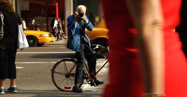 画像1: Bill Cunningham, Legendary Times Fashion Photographer, Dies at 87 www.nytimes.com