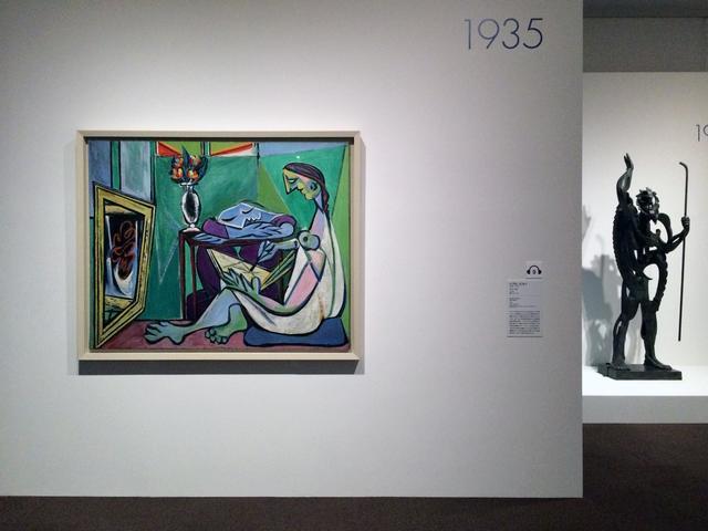 画像: 左:パブロ・ピカソ 《ミューズ》 1935年 油彩、カンヴァス photo©cinefil