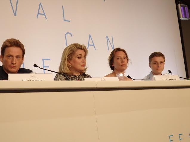 画像: カンヌ映画祭の記者会見:左からブノワ・マジメル、カトリーヌ・ドヌーヴ、 エマニュエル・ベルコ監督、ロッド・パラド Photo by Yoko KIKKA