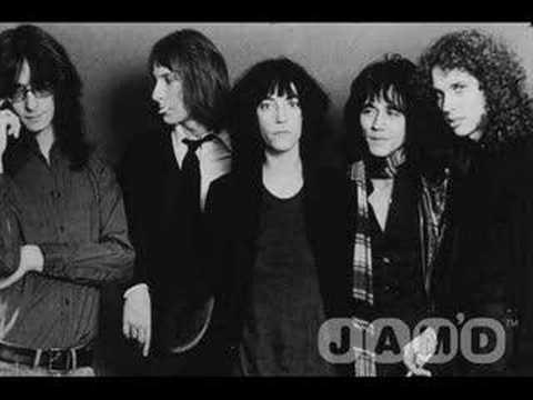 画像: Patti Smith Group - Because the night 1978 youtu.be