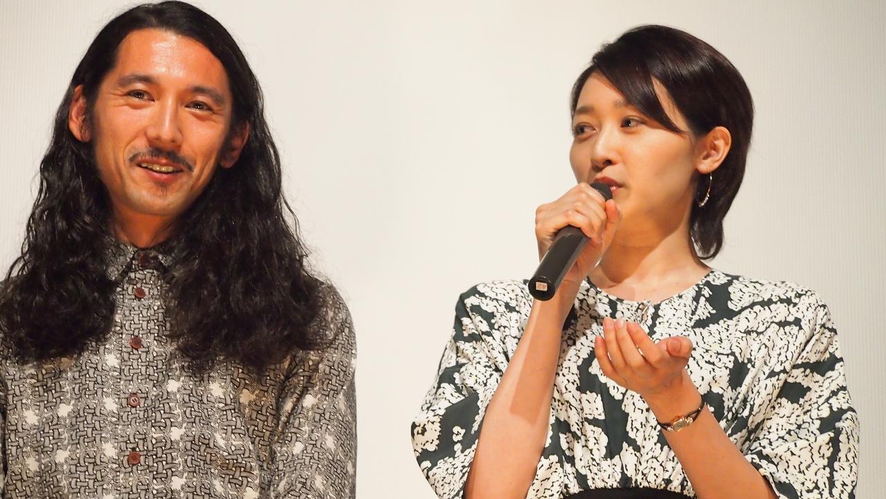画像: (左)松岡龍平(右)東加奈子 映画『アルビノの木』
