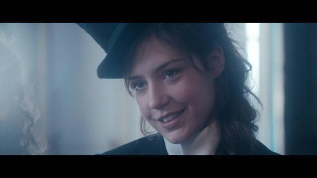 画像: 「アデル、ブルーは熱い色」のアデル・E主演最新作「アナーキスト 愛と革命の時代」公開! youtu.be