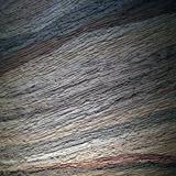 画像: 「つく:山」の版築でできる文様。 公益社団法人 日本左官会議(挾土秀平、小林隆男、小沼 充、川口正樹、坂元美貴)+職人社秀平組(山本義則) 版築工法や石積みなどをモチーフにした、左官の手の痕跡がのこる土と石の作品。