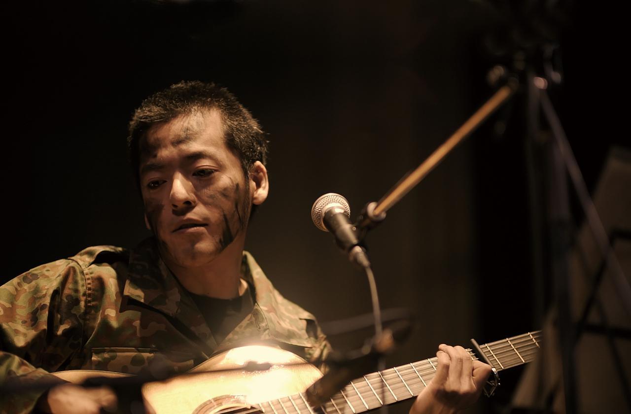 画像1: 七尾旅人、初となるライブ映像作品『兵士A』。 8月15日の終戦記念日より渋谷アップリンクで上映が決定しました。