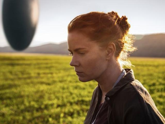 画像: http://www.indiewire.com/2016/08/arrival-trailer-denis-villeneuves-amy-adams-jeremy-renner-best-actress-oscar-1201714471/