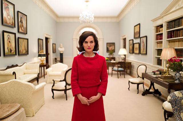 画像: http://www.joblo.com/movie-news/1st-look-at-natalie-portman-as-jacqueline-kennedy-in-pablo-larrains-jackie-207