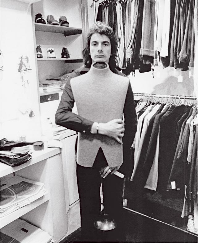 画像: Paul in his First shop:ポール・スミス1号店 © Paul Smith Ltd.