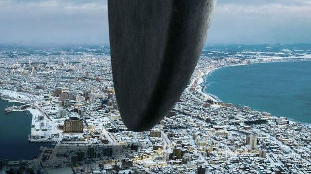 画像: Aliens Encircle the World in These 12 Striking Posters forArrival