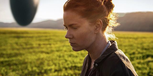 画像1: http://screenrant.com/arrival-movie-reviews-preview/