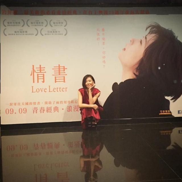 画像: 圖說/與中山美穗同行的造型師友人Po她與電影海報合照。圖/摘自Kouta5858 Instagram tw.news.yahoo.com