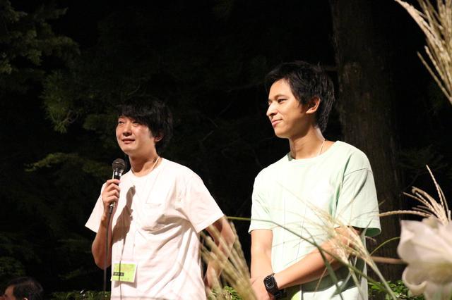 画像: 湯平会場で上映した佐藤快磨監督(左)と堀江貴大監督(右)