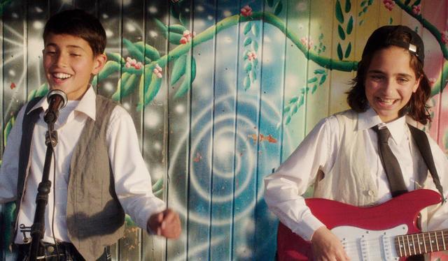 画像: 映画「歌声にのった少年」予告編 youtu.be