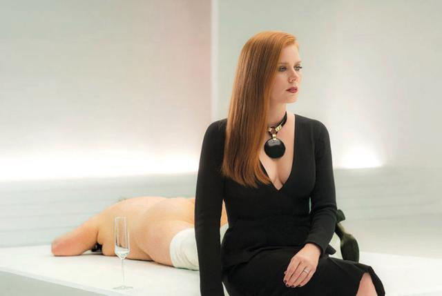 画像2: http://www.newnownext.com/tom-ford-nocturnal-animals-trailer/09/2016/