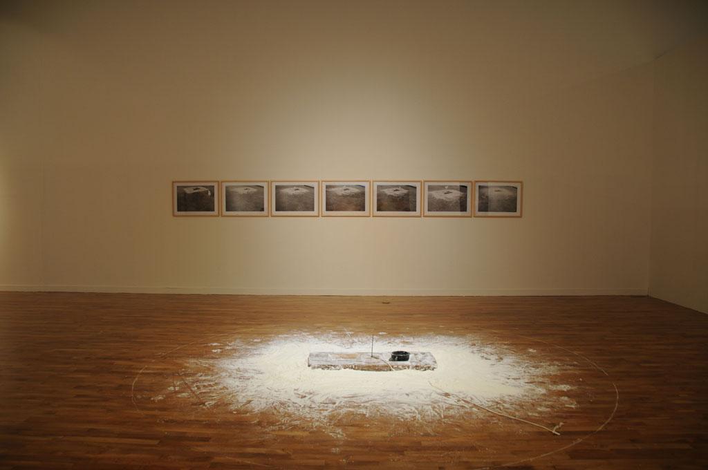 画像: 李康昭  Lee Kang So(韓国) Untitled 75031 Wood,Plaster,Iron,Chalk,photos  1975