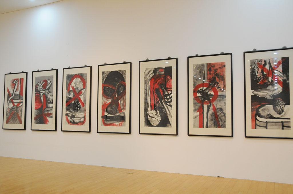 画像: 谷文達  Gu Wenda(中国) Drama of Two Culture Formats Merge Ink gouache on rice paper  137x68.5cm 8panels  1987