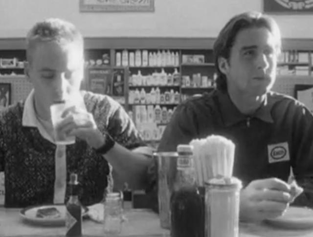 画像: Wes Anderson's First Short Film: The Black-and-White, Jazz-Scored Bottle Rocket (1992)