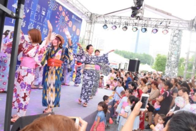 画像: 上海高島屋で行われた夏祭りイベントの様子 http://image.search.yahoo.co.jp/search;_ylt=A2RCA9vbyN9XjjYACVKU3uV7?p=%E4%B8%8A%E6%B5%B7 +%E9%AB%98%E5%B3%B6%E5%B1%8B%E3%80%80%E3%82%A4%E3%83%99%E3%83%B3%E3%83%88&aq=-1&oq=&ei=UTF-8#mode%3Ddetail%26index%3D55%26st%3D2028