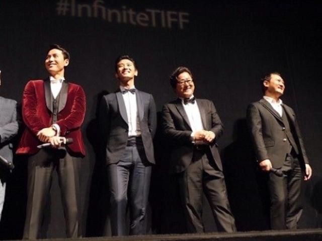 """画像4: トロントで初の公式上映!1400人の観客が衝撃、そして、拍手喝采! """"ものすごい吸入力!息が止まりそうなくらい強烈だった!"""" """"新たなジャンルの映画の誕生だ!"""""""