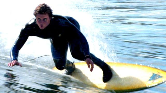 画像: Chasing Mavericks Trailer 2012 Gerard Butler Movie - Official [HD] youtu.be