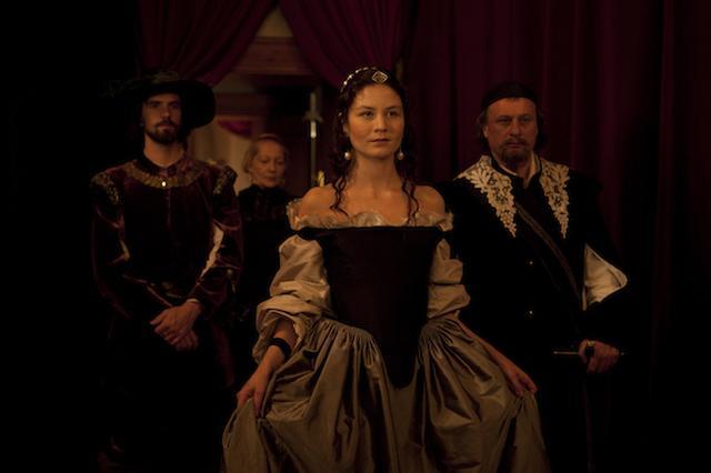 画像1: http://www.afterellen.com/movies/453015-girl-king-tells-tale-swedens-queer-queen-christina-lady-love