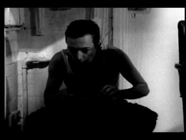 画像: DOODLEBUG - short film by Christopher Nolan youtu.be