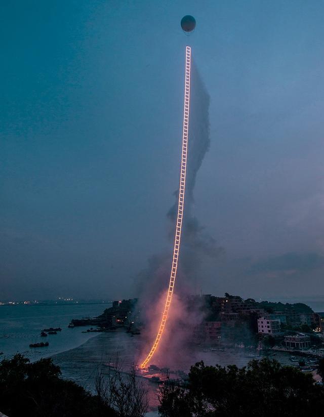 画像: http://estorypost.com/picture/sky-ladder-firework-created-by-chinese-artist/