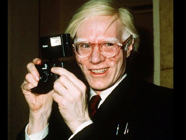 画像: http://lifestyle.inquirer.net/118513/webcam-to-broadcast-from-andy-warhols-us-grave