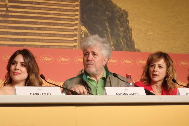 画像: 『ジュリエッタ』のカンヌ記者会見:左からアドリアーナ・ウガルテ、P・アルモドバル監督、エマ・スアレス Photo by Yoko KIKKA