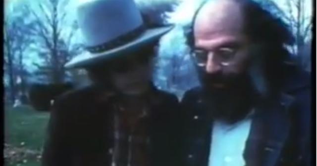 画像: Allen Ginsberg & Bob Dylan at the Grave of Jack Kerouac