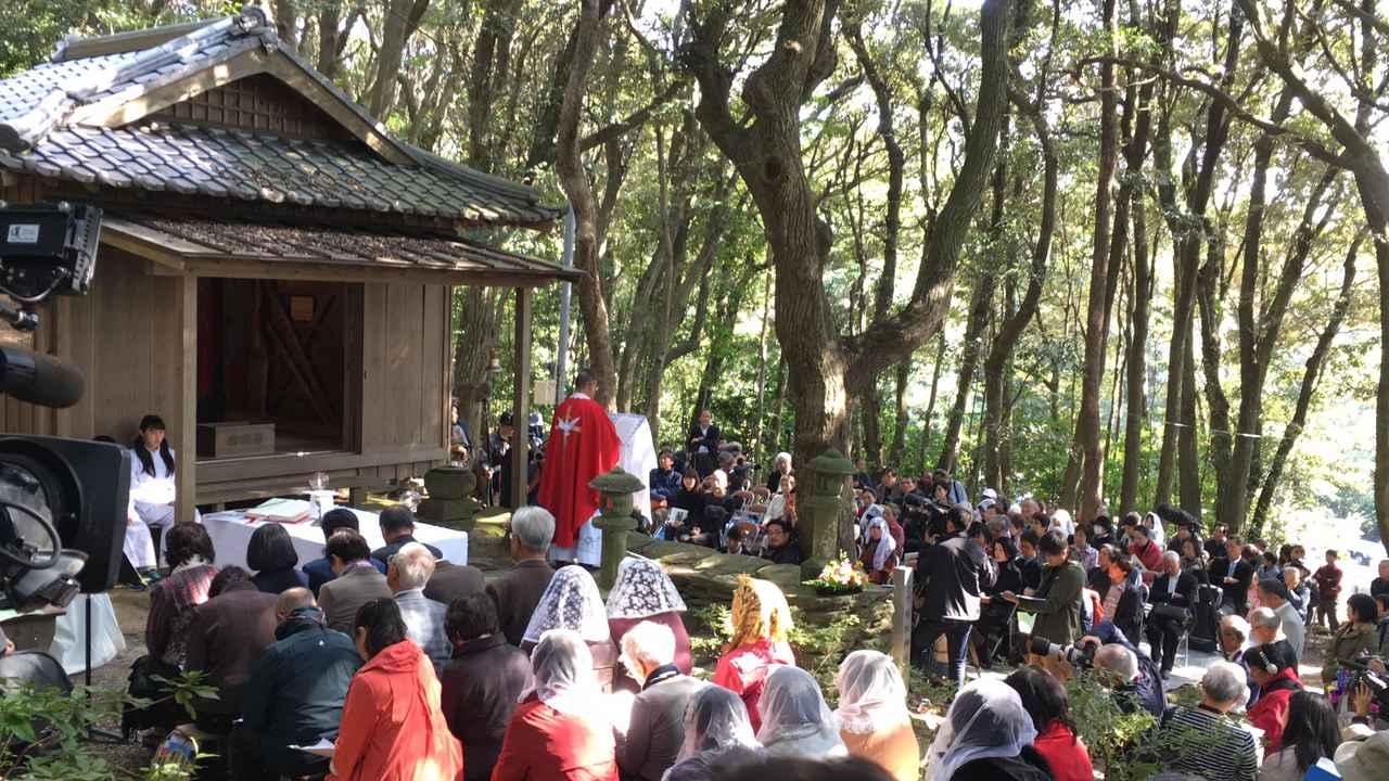 """画像3: """"隠れキリシタン""""の聖地に立つ塚本晋也!『沈黙』を深める長崎の旅は、いよいよ最終地サン・ジワン枯松神社の祭りの訪問へ―"""