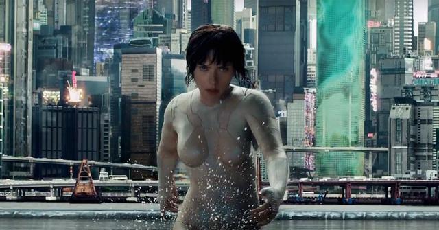 画像: Scarlett Johansson Makes a Splash in New Ghost in the Shell Teaser
