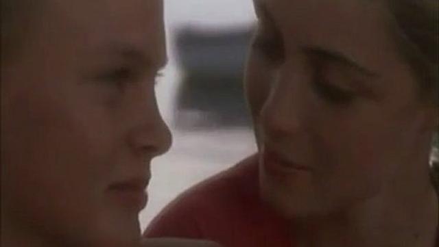 画像1: Extrait   PREMIERS DESIRS  -  sortie 1984   -        avec EMMANUELLE BEART - Video Dailymotion dai.ly
