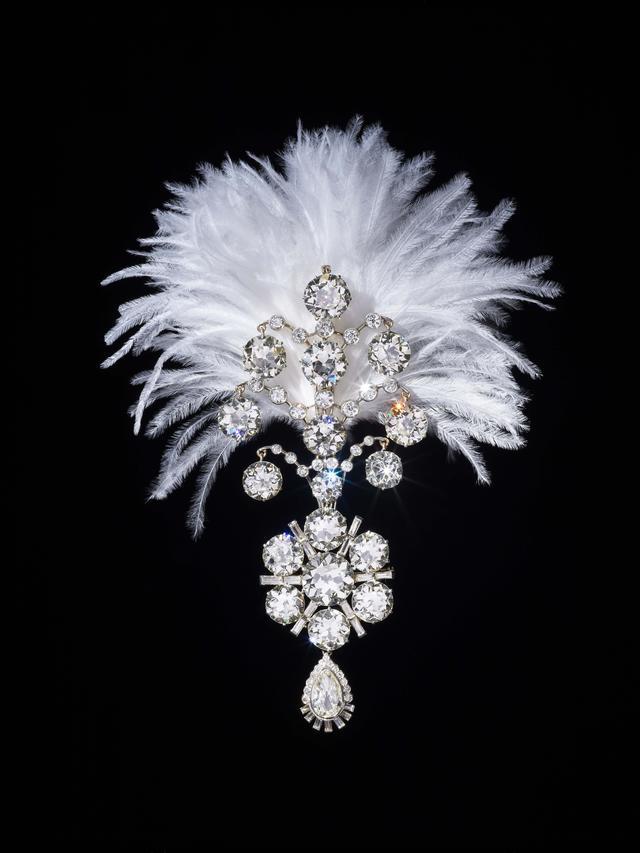 画像: ランジートシンジー王のターバン飾り インド ナワナガル藩王国 1907年(1935年頃に再デザイン) H15.0cm W6.5cm(羽以外の部分) ダイヤモンド(合計152.64カラット)、ホワイトゴールド