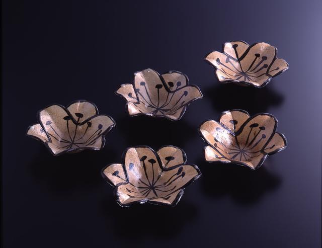 画像: 銹絵百合形向付 5客 江戸時代 18世紀 MIHO MUSEUM