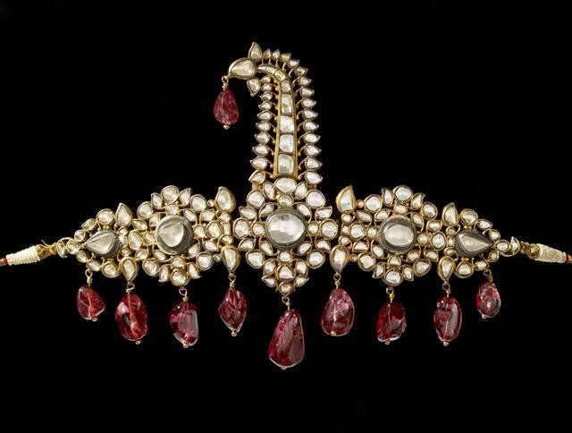 画像: ターバン飾り 1800-1850年 高:18.5㎝、幅:27.2㎝ 金、銀、ダイヤモンド、レッドスピネル、シードパール